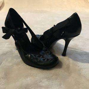 Steven by Steve Madden black heels with side bow